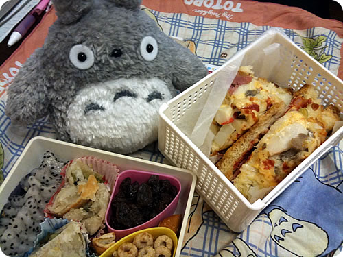 Totoro wants to eat the Pizza Bread?